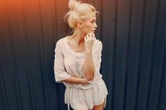 Blonde elegante de la muchacha Imagen de archivo libre de regalías