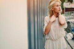 Blonde elegante de la muchacha Fotografía de archivo
