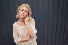 Blonde elegante de la muchacha Imagenes de archivo
