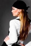 Blonde elegante junge Frau Stockfotografie