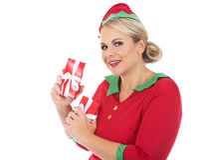 Blonde Elfenfrau, die Geschenk hält Lizenzfreies Stockfoto