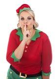 Blonde Elfenfrau, die ruhiges Zeichen zeigt Stockfotografie
