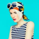 Blonde en accesorio de moda del verano Imágenes de archivo libres de regalías