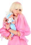 Blonde en una alineada rosada Foto de archivo