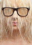 Blonde en vidrios con la cara cerrada del pelo Foto de archivo libre de regalías