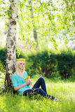Blonde entspannende Frau Lizenzfreie Stockfotos