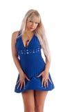 Blonde erótico em uma obscuridade - vestido azul Imagens de Stock Royalty Free