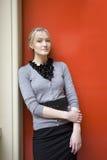 Blonde ernste Frau Lizenzfreie Stockfotografie