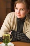Blonde erwachsene Frau Stockfotografie