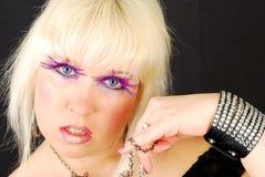 Blonde Felsenfrau mit jevelery Stockbild