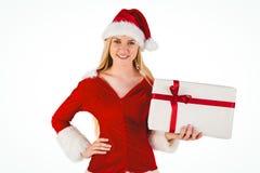 Blonde festivo que sostiene un regalo Imágenes de archivo libres de regalías