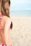 Blonde Frau auf dem Strand Stockbild