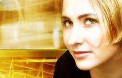 Blonde Frau auf digitalem Bewegungshintergrund Stockfotografie