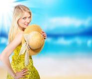 Blonde Frau auf Strand Lizenzfreie Stockbilder