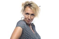 Blonde Frau auf weißem Hintergrund Stockbild