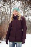 Blonde Frau auf Wintermode Stockbilder