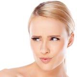Blonde Frau betrachtet ihr Recht Lizenzfreie Stockbilder