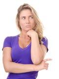Blonde Frau bildet eine Geste mit dem Fingerzeigen Stockfoto