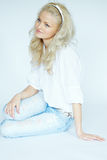 Blonde Frau in den Jeans Stockbild