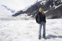Blonde Frau in den Rockies Lizenzfreie Stockfotos