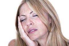 Blonde Frau in den Schmerz hat Zahnschmerzen Stockfotografie