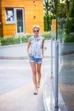 Blonde Frau in den Sonnenbrillen Lizenzfreies Stockfoto