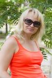 Blonde Frau in den sunglass Lizenzfreies Stockbild