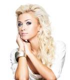 Blonde Frau der Art und Weise mit dem langen Haar Stockfotos
