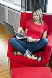 Blonde Frau der glücklichen Funktion Lizenzfreie Stockfotografie