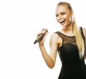 Blonde Frau der Junge die recht, die im Mikrofon singt, lokalisierte nah oben Stockbilder