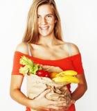 Blonde Frau der Junge recht am Einkaufen mit Lebensmittel in Papiertüteisolator Stockfoto