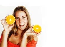 Blonde Frau der Junge recht mit halben Orangen schließen oben an Stockbild