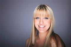 Blonde Frau der jungen Frau Stockfoto