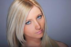 Blonde Frau der jungen Frau Lizenzfreies Stockbild