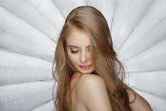 Blonde Frau der schönen Mode Stockfoto