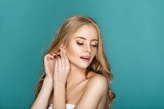 Blonde Frau der schönen Mode Stockfotografie