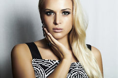 Blonde Frau der schönen Mode in dress.beauty girl.make-up Lizenzfreie Stockfotos