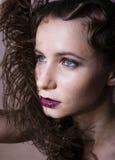 Blonde Frau der Schönheit im Studio Schwarzweiss, altmodische Hollywood-Artweinlese Stockfotos