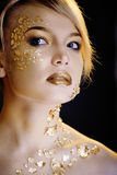 Blonde Frau der Schönheit mit dem kreativen Gold bilden Stockbilder