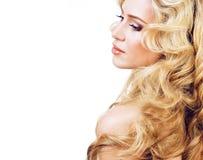 Blonde Frau der Schönheit mit dem langen gelockten Haar lokalisiert, Frisur wav Stockfotos