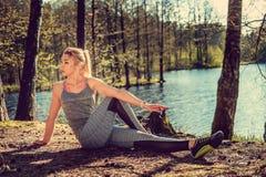 Blonde Frau in der Sportkleidung Lizenzfreies Stockfoto