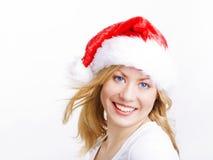 Blonde Frau in der Weihnachtsschutzkappe Lizenzfreie Stockfotografie