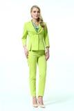 Blonde Frau des Geschäfts in Sommergrün Pantsuit Stockfotografie