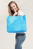 Junge Frau mit Einkaufstaschen Stockbilder