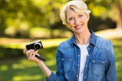 Blonde Frau des mittleren Alters Lizenzfreies Stockfoto