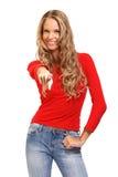Blonde Frau, die auf Sie auf weißem Hintergrund zeigt Lizenzfreies Stockfoto