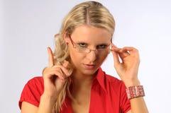 Blonde Frau, die das Warnen gibt Stockbilder