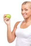 Blonde Frau, die grünen Apfel hält Stockfotografie