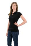 Blonde Frau, die leeres schwarzes Polohemd modelliert Stockbilder