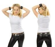 Blonde Frau, die leeres weißes Hemd trägt Lizenzfreie Stockfotografie